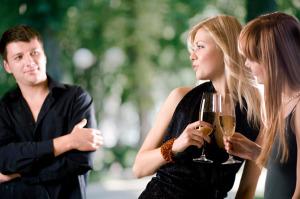 Flirten blickkontakt halten Blickkontakt halten mit einer Frau, Dating Psychologie