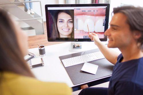 Zahn schönheits Operationen Veneers machen lassen beim Zahnartzt oder Spezial Zahn Klinik für schöne Zähne