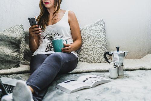 Dating App Lügen in der Beziehung WhatsApp Sex SoulMe Tinder Partnersuche online Frauen anschreiben Freundschaftszone flirten und chatten Blind Date