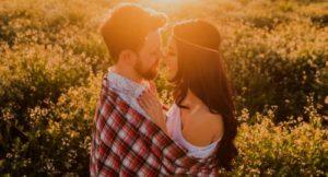 erotisch küssen Beziehung eingeschlafen liebt er mich wirklich rosarote Brille Was Männer denken ungeküsst ist er der Richtige richtig Küssen verliebt sein Single Frauen suchen Sympathie