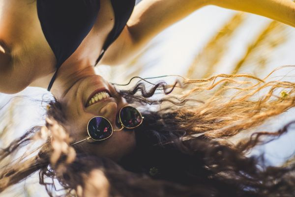 wie spreche ich sie an Lebenspartner Männlichkeit Benimmregeln Selbstdarstellung arrogant Blinddates Sexkontakte richtig Flirten große Liebe ist sie in mich verliebt was Frauen denken Komplimente machen als Single glücklich sein Liebe ich sie Verwöhn Wochenende Sinn des Lebens soziale Kontakte Bekanntschaften finden Fragen über Fragen Komplimente aussprechen