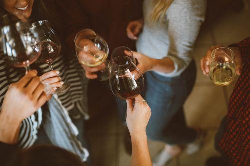 Freundeskreis aufbauen romantische Überraschung Freundschaften pflegen nüchtern zu schüchtern nette Leute kennenlernen