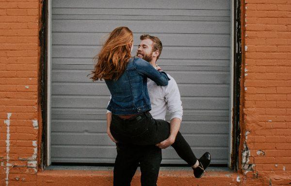 verliebt in einen anderen Flirtsignale Mann Flirttipps für Singles