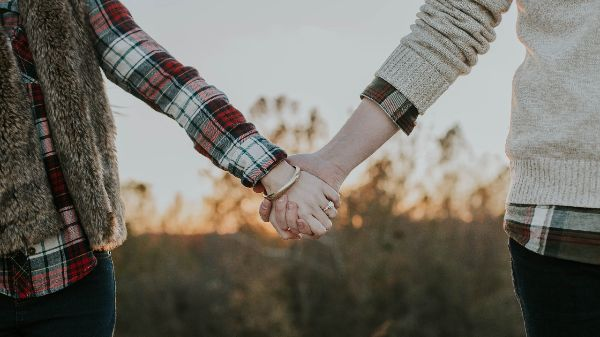 Liebesbeweis durch dick und dünn Ehrlichkeit in der Partnerschaft Freiraum Partnersuche Fernliebe fremdflirten Liebe oder Freundschaft