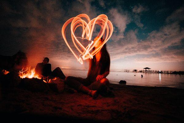 Liebesgeständnis Polyamorie wieso verliebt man sich Gemeinsamkeiten in Beziehung artnersuche Sprüche über die Liebe Freundschaft oder Liebe Spitznamen für Jungs romantische Gesten