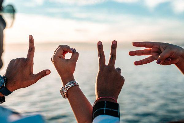 Freund finden glückliche Beziehung kurze Sprüche Fragen zum Kennenlernen