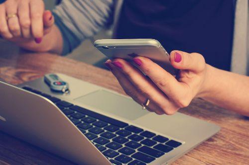 Dating App OKCupid Dating App verliebt in Arbeitskollegin online flirten persönliches Kennenlernen