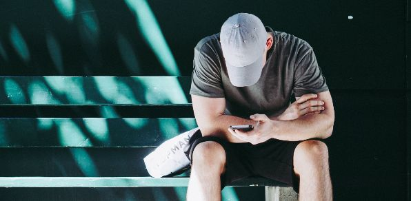 Dating App Bindungsangst überwinden Fremdgehen tut weh Anzeichen für Untreue Ex Freundin vergessen Partner ist fremdgegangen Beziehungspause Narzissmus geht er fremd