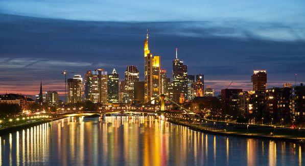 Die besten Ideen zum ersten Date in Frankfurt für das erste Treffen zum Kennenlernen