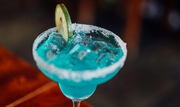 die schönsten Date Ideen in Leipziog für das erste Kennenlernen beim ersten Treffen zusammen bei einem Cocktail