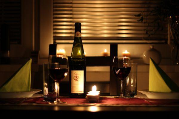 Das romantische Candle Light Dinner lässt Frauenherzen höher schlagen