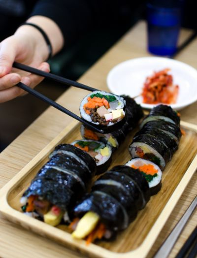 Gemeinsame Aktivitäten verschenken wie Sushi essen gehen