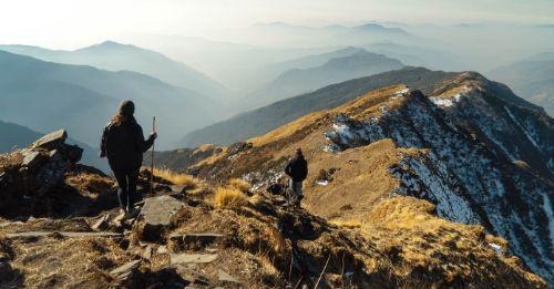 Männliche Hobbys wie Wandern oder Bergsteigen