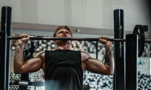Muskelaufbau als Mann durch passendes Training