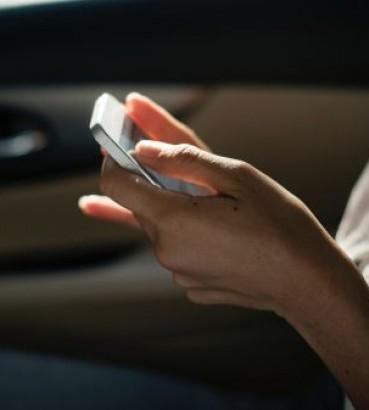 Das Handy Ausspionieren Darf Man Die Nachrichten Des Partners Lesen
