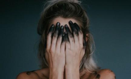 Liebeskummer allein bewältigen – 3 Tricks um Liebeskummer allein bewältigen zu können