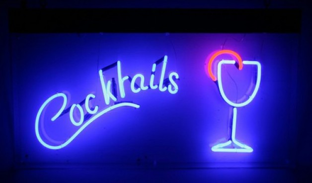 WARNUNG: Frauen Drinks ausgeben, soll ich sie einladen oder nicht?